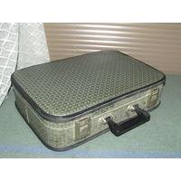 Старый чемодан.