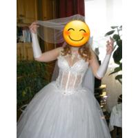 Очень красивое белоснежные свадебное платье с кольцам