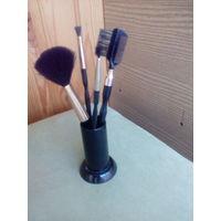 Набор кисточек для макияжа на подставке