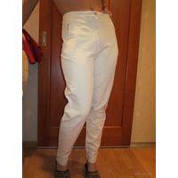 Модно- бежевые джинсы- СТРЭЙЧ-дудочки р.44-46