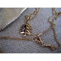 Красивое стильное украшение в виде ЕЛОЧКИ с кристаллом на цепочке
