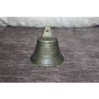 Винтажный, бронзовый колокольчик номер 3, в хорошем состоянии, звонкий, высота 6 см.