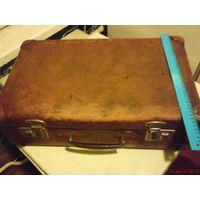 Послевоенный чемодан с угловыми накладками
