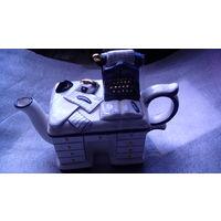 Заварочный чайник в виде офисного стола с печатной машинкой.  распродажать