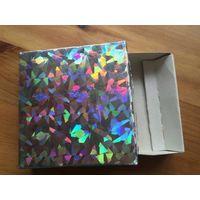 Коробка подарочная голографическая, размер 8 на 8 см, высота 2 см. Хорошее состояние.