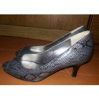 Модельные туфельки Axis 38 размера, принт рептилии. Снизила цену!