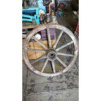Старые колеса от телеги