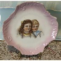 Тарелка Портретная Дети Австрия старинная фарфор