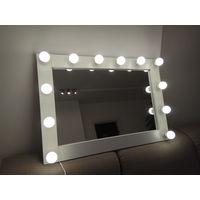 Гримерное (макияжное) зеркало.