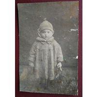 Фото девочки. 1930-е. 7.5х11 см.