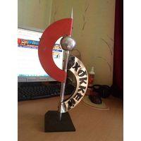Металлический хоккейный сувенир(приз?) на мраморном постаменте, 44 см