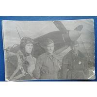 Летчики на защите Москвы. Фото 1943 г. 9х13 см.