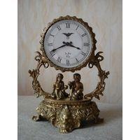 Красивые настольные (каминные) бронзовые часы. Европа, вторая половина прошлого века.