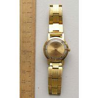 Часы ЗАРЯ с прозрачной задней крышкой сделано в СССР