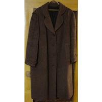 Зимнее пальто большой размер 56-58, б/у, очень теплое, не рваное, не потертое, цвет коричневый, длина (от ворота до низа) - 117см, ширина по спинке - 64см, длина рукава по внешнему шву - 63см, длина р