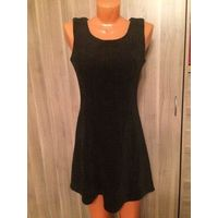 Теплое черное платье на 134-146 рост, плотная ткань. Длина 79 см, ПОгруди 40 см, ПОталии 35 см. Хороший состав: 35% полиэстер, 65% хлопок. Отличное состояние.