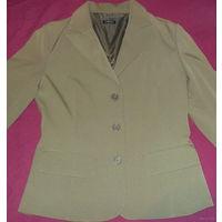 Пиджак женский  цвета  оливы р-р 40-42