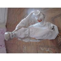 Фарфоровая статуэтка-девушка с кувшином