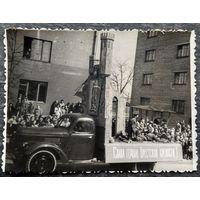 Брест. Фото инсталяции подвига защитников Бресткой крепости на демонстрации. 1960-70-е