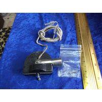 Головка звукоснимателя электрическая к патефону с запасными иглами.
