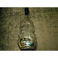 Бутылка в форме скрипки.