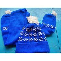 Комплект  - шапка  и шарф синие с белым рисунком  с белыми помпонами. Размер 54-56.