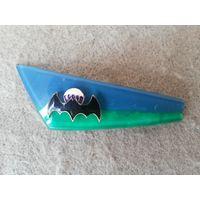 """Флажок (уголок) на берет ВДВ, пластиковый, двухцветный, с большим значком """"Летучая мышь на парашюте""""."""