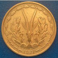 Западная Африка 25 франков 1971 г. Продажа коллекции. #1022