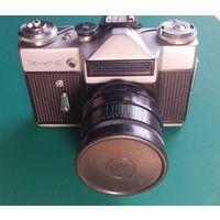 ЗЕНИТ-Е  объектив HELIOS-44-2   Кожаный коричневый футляр . 1975г.