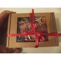 Красиво упакованное мыло с цветочками сухими в подарочной коробочке. Красивый и практичный подарок. Размер коробочки 9 на 13 см.