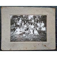 Фото группы белорусской молодежи. 1920-30-е. 12х17 см.