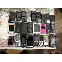 Лот старых телефонов
