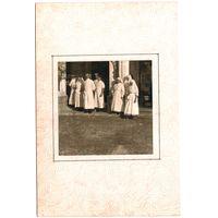 Фото персонала военного госпиталя (возможно на фото известный белорусский терапевт Мелких С.М.) 1-я Мировая война. До 1917 г. 9х9 см .