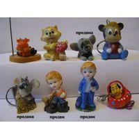 Статуэтки, брелки и мелкие игрушки (большой выбор по цене от 5 до 10 тыс.)