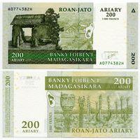 Мадагаскар. 200 ариари (образца 2004 года, P87a, UNC)