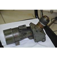Увеличительная труба,возможно ещё немецкая-чёрный окрас,применяемых на аэродромах. С мишенью и перекрестием на оптике.