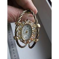 Часы-браслет Cansnow кварцевые.