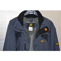 Новая куртка знаменитой и дорогой фирмы из Германии этого года. Всё на чётких фото.