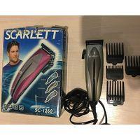 Машинка для стрижки Scarlett SC-1260, питание от сети, 4 насадки, расческа, щеточка.  Длина стрижки: 3 - 12 мм, родной комплект в коробке, не была в использовании, уценили из-за помятой коробки, гаран