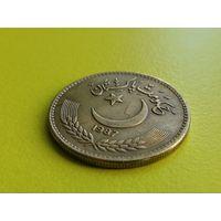 Пакистан. 1 рупия 1987. Брак, холостое соударение штемпелей.