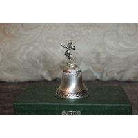 Декоративный, металлический колокольчик в посеребрении, высота 9 см.