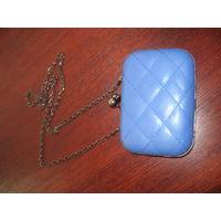 Модная сумочка-клатч на цепочки синяя