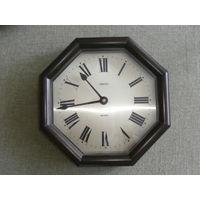 Часы настенные кварцевые в деревянном корпусе Ankra Германия макс. диаметр 29 см.