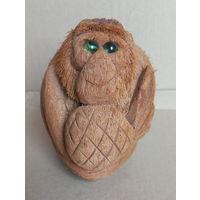 Сувенирная обезьянка из натурального кокоса.