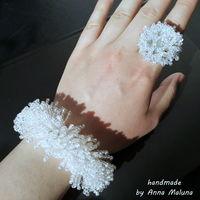 """Комплект украшений ручной работы (белый браслет и кольцо) """"Пушистый иней"""" из бисера"""