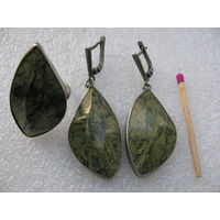 Комплект из змеевика / серпентинита. Серёжки и кольцо из натурального камня