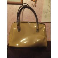 Стильная сумочка кремового цвета из качественной лаковой искусственной кожи, размер 39 на 25 см, сумочка очень вместительная, много отделений внутри. Носила недолго, хорошее состояние.