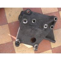 103410Щ Mazda 626 2.0td RF2A кронштейн двигателя