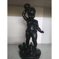 Статуэтка Мальчик обливается водой
