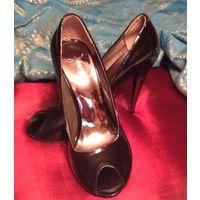 Туфли женские лаковые черные итальянские на высоком каблуке